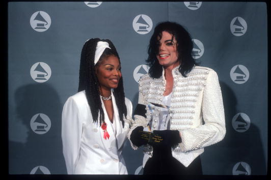 Award「Michael Jackson At The 1993 Grammy Awards」:写真・画像(4)[壁紙.com]