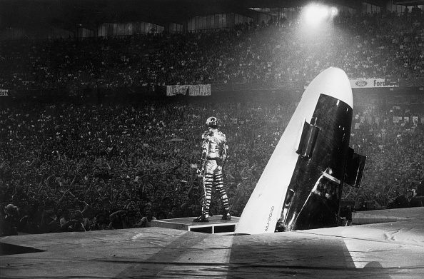 歴史「Michael Jackson performs on stage during his 'HiStory' concert tour」:写真・画像(4)[壁紙.com]