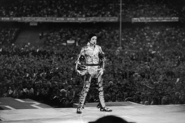 コンサート「Michael Jackson performs on stage during his 'HiStory' concert tour」:写真・画像(16)[壁紙.com]
