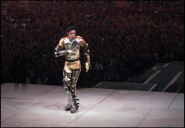 コンサート「Michael Jackson performs on stage during his 'HiStory' concert tour」:写真・画像(8)[壁紙.com]