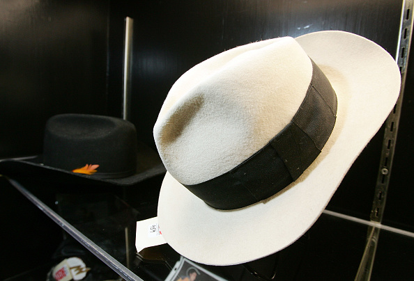 Fedora「Preview of Jackson Family Auction From Their Personal Collection」:写真・画像(5)[壁紙.com]