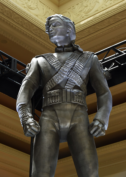 History「Michael Jackson's HIStory Statue Unveiled At Mandalay Bay」:写真・画像(9)[壁紙.com]