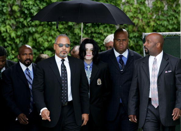 Security「Michael Jackson Trial Continues」:写真・画像(14)[壁紙.com]