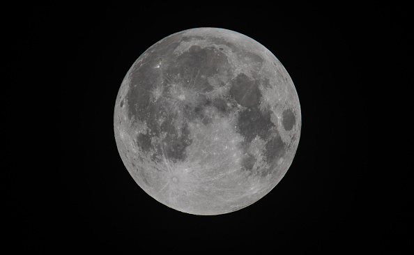 Moon「A Total Lunar Eclipse Spawns Blood Supermoon」:写真・画像(10)[壁紙.com]