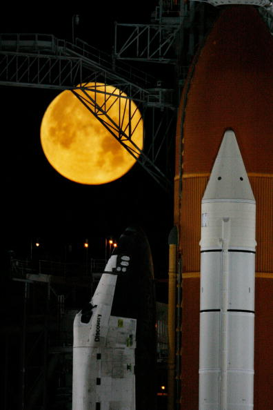 Eliot J「NASA Makes Final Preparations For Launch Of Space Shuttle Discovery」:写真・画像(15)[壁紙.com]