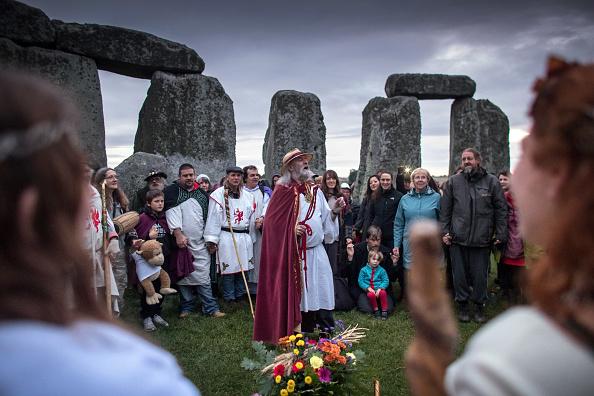 世界遺産「Autumn Equinox Is Celebrated At Stonehenge」:写真・画像(7)[壁紙.com]
