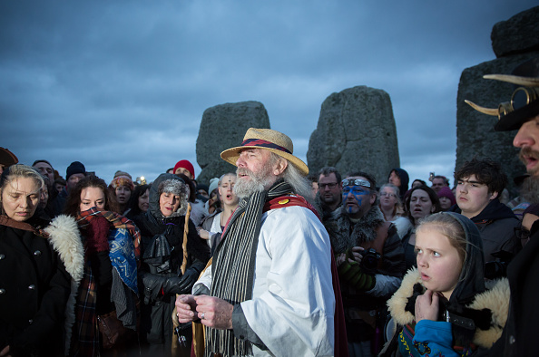 Matt Cardy「Druids Celebrate The Winter Solstice At Stonehenge」:写真・画像(12)[壁紙.com]