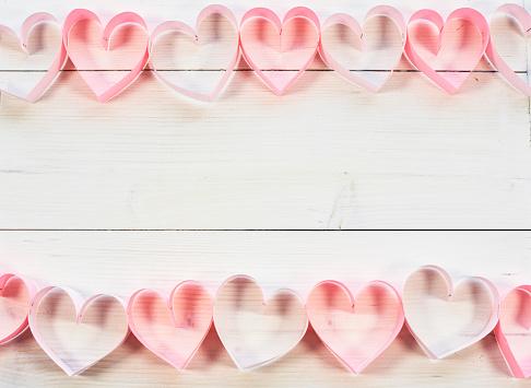 月「Frame of pink paper hearts. Debica, Poland」:スマホ壁紙(19)