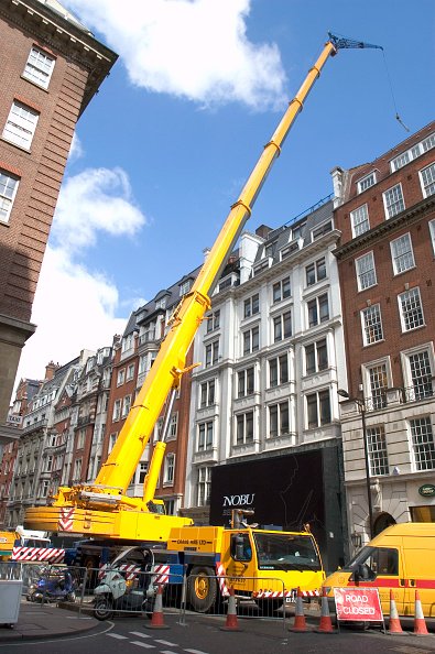 Mobile Crane「Mobile crane blocking off a street, London」:写真・画像(4)[壁紙.com]