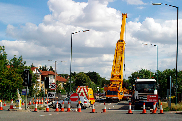 Mobile Crane「Mobile crane blocking access to road, Manchester, UK.」:写真・画像(10)[壁紙.com]