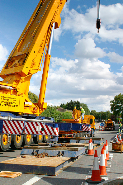 Mobile Crane「Mobile crane blocking access to road, Manchester, UK.」:写真・画像(11)[壁紙.com]