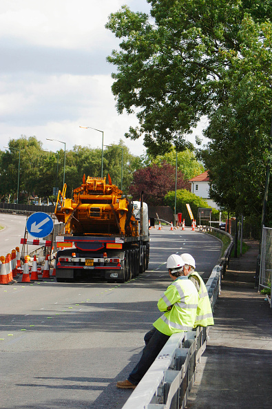 Crane - Construction Machinery「Mobile crane blocking access to road, Manchester, UK.」:写真・画像(15)[壁紙.com]
