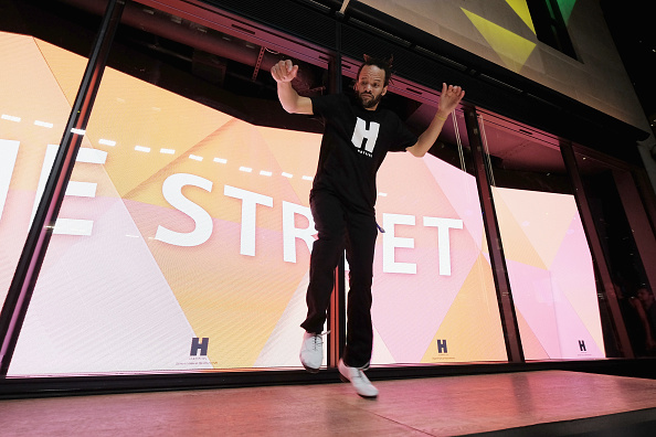 57th Street「Hearst Launches HearstLive, A Multimedia News Installation At 57th Street & 8th Avenue In NYC」:写真・画像(14)[壁紙.com]