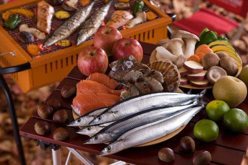 栗「Seafood, Vegetable and Fruit on Table for Barbecue in Autumn」:スマホ壁紙(7)