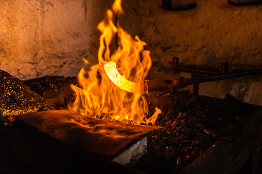 Blacksmith Shop「Heat Treatment of Iron in Forge for Further Use」:スマホ壁紙(16)