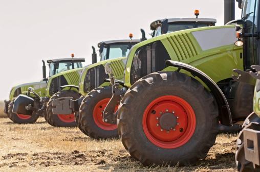 Tractor「New tractors on field」:スマホ壁紙(19)