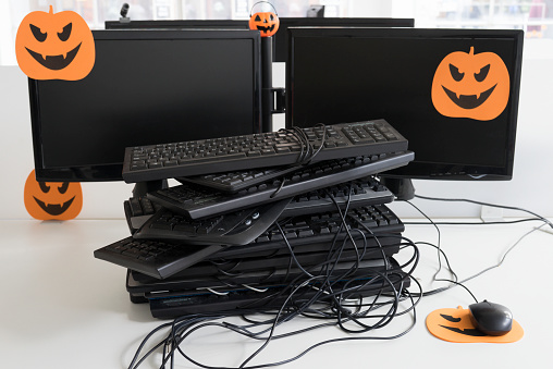 Halloween「A heap of computer keyboards tangled with one computer mouse on an orange halloween mouse mat」:スマホ壁紙(19)