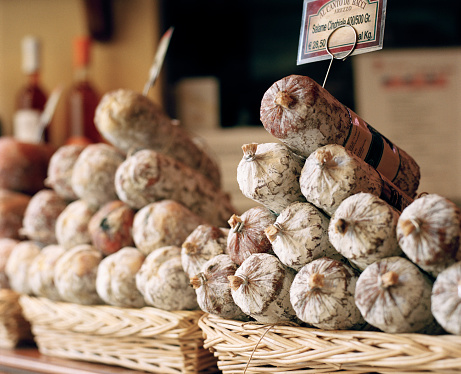 Market Stall「Basket of traditional salami in a shop」:スマホ壁紙(17)