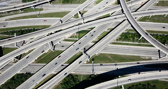 交通量「USA, Texas, San Antonio, aerial view of highway interchange」:スマホ壁紙(13)