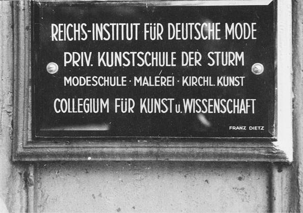 Nameplate「German Fashion」:写真・画像(12)[壁紙.com]