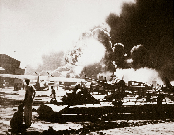 Airfield「The Wreckage-Strewn Naval Air Station Pearl Harbour 7th December 1941」:写真・画像(5)[壁紙.com]