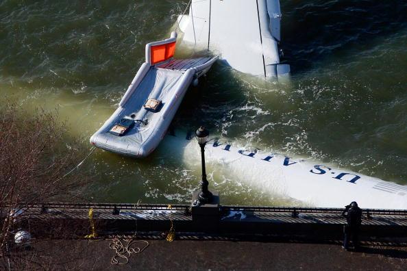 飛行機「US Airways Passenger Jet Crashes Into Hudson River By NYC」:写真・画像(17)[壁紙.com]