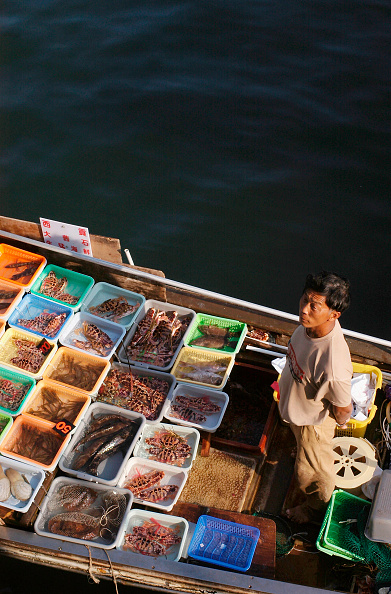 Fisherman「Sai Kung Floating Seafood Market In Hong Kong」:写真・画像(1)[壁紙.com]