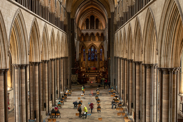 Cathedral「Covid-19 Vaccinations At Salisbury Cathedral」:写真・画像(4)[壁紙.com]