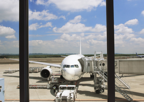 Passenger Boarding Bridge「An airplane」:スマホ壁紙(9)