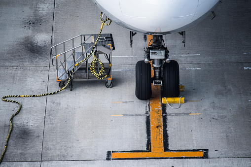 Japan「飛行場でメンテナンスを受けている飛行機。」:スマホ壁紙(13)