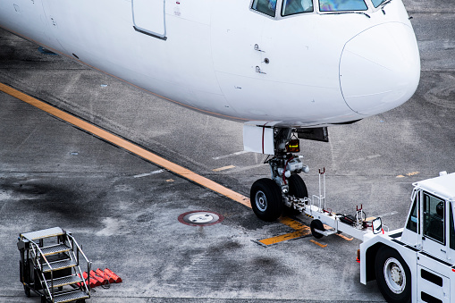 Japan「飛行場でメンテナンスを受けている飛行機。」:スマホ壁紙(12)