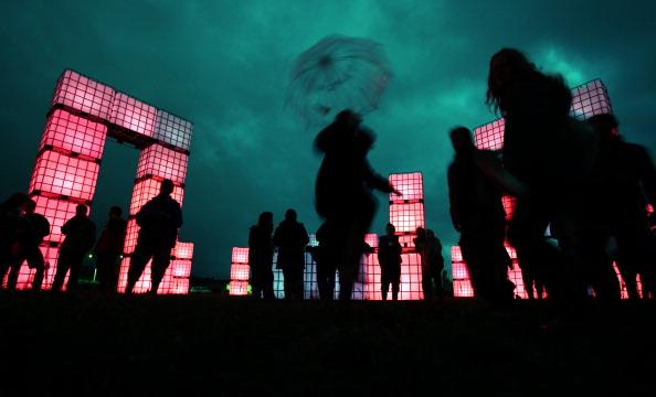 Social Gathering「Music Fans Arrive For The Glastonbury Festival」:写真・画像(11)[壁紙.com]