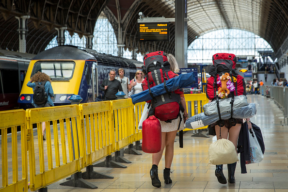Europe「Festival Ticket Holders Board Trains To Take Them To Glastonbury」:写真・画像(16)[壁紙.com]