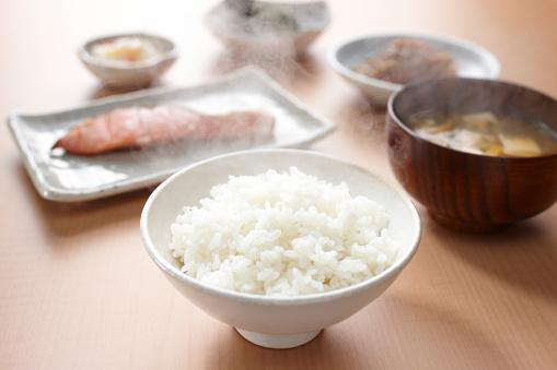 和食「White rice in a bowl」:スマホ壁紙(13)