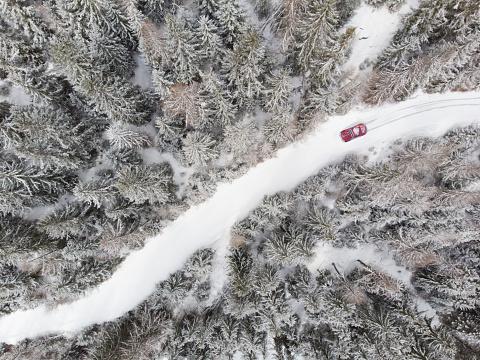 The Way Forward「car on snowy road through forest」:スマホ壁紙(8)