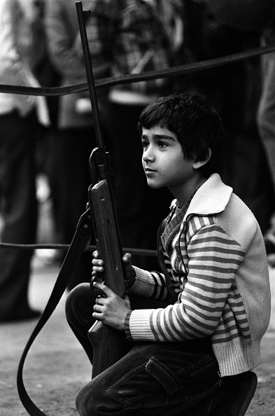 One Boy Only「Boy Holds Rifle at US Embassy」:写真・画像(15)[壁紙.com]
