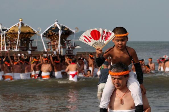 Japan「Naked Festival Entices Thousands To Ohara」:写真・画像(2)[壁紙.com]