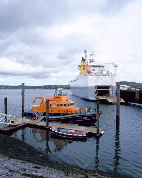 Falmouth lifeboat and cargo ship in Falmouth docks Cornwall, United Kingdom:ニュース(壁紙.com)