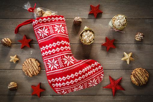 クリスマス「Different oat pastries, Santa Claus boot and Christmas decoration」:スマホ壁紙(12)