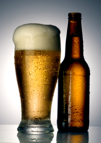 Two Objects「Beer and bottle」:スマホ壁紙(13)