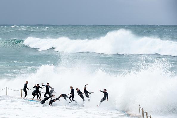 Teenager「Wild Surf Conditions At Sydney Beaches」:写真・画像(16)[壁紙.com]