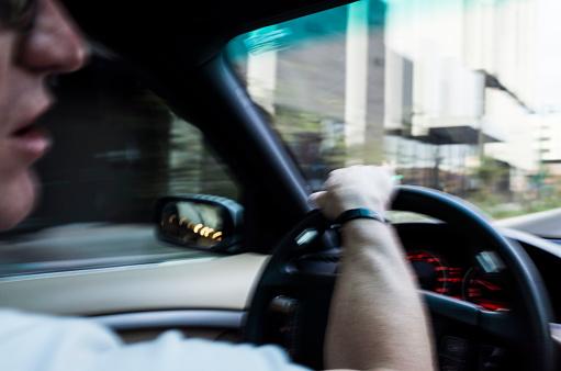 Motor Vehicle「Men are driving through the streets.」:スマホ壁紙(18)