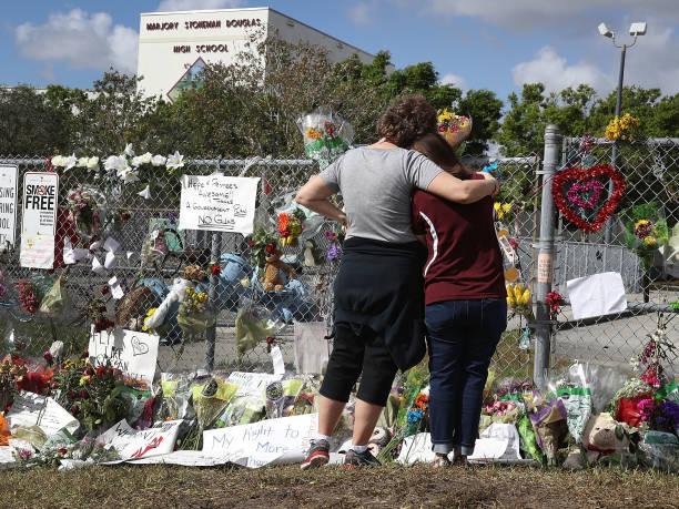 金融と経済「Teachers From Marjory Stoneman Douglas High School Return After School Shooting」:写真・画像(15)[壁紙.com]