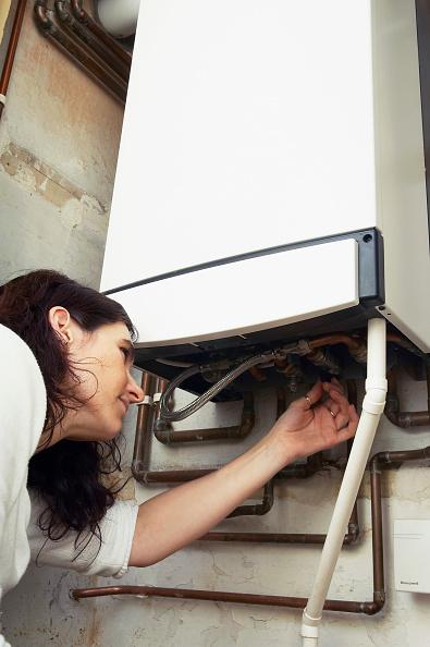 Home Improvement「Woman testing a domestic Boiler」:写真・画像(16)[壁紙.com]