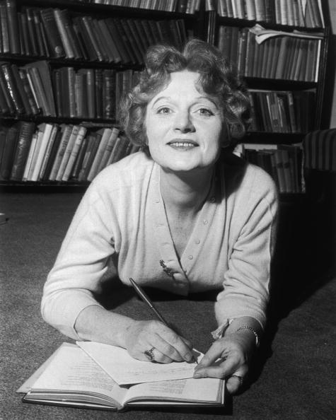 One Mid Adult Woman Only「Muriel Spark」:写真・画像(10)[壁紙.com]