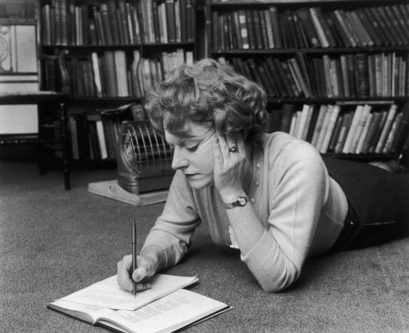 Writing「Muriel Spark At Work」:写真・画像(12)[壁紙.com]