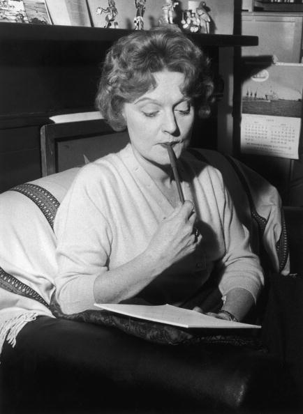 Writing「Muriel Spark」:写真・画像(14)[壁紙.com]