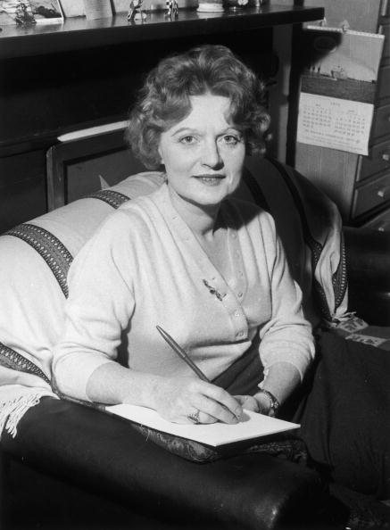 One Mid Adult Woman Only「Muriel Spark」:写真・画像(11)[壁紙.com]