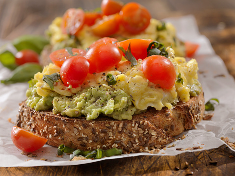 Mayonnaise「Creamy Avocado Sandwich with Scrambled Eggs and Tomatoes」:スマホ壁紙(16)