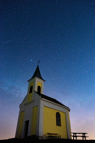 April Lyrids「Lyrids Meteor Shower Over Austria」:写真・画像(12)[壁紙.com]